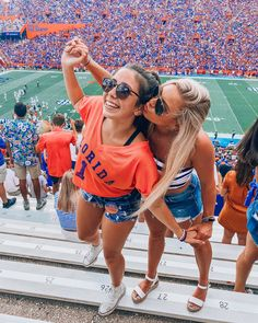 in all kinds of heat☀️🐊 College Goals, College Game Days, College Fun, College Outfits, College Life, Tailgate Outfit, Tailgating Outfits, Bff Pictures, Friendship Pictures