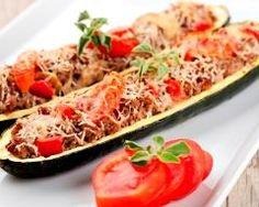 Courgette farcie (facile, rapide) - Une recette CuisineAZ J'ai ajouté des mini tomates sur le dessus du remplissage