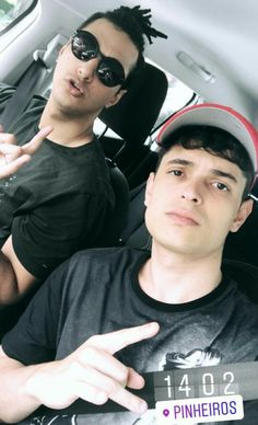 Lukas Marques e Daniel Molo Daniel Molo, Youtubers, Famous People, Captain Hat, Crushes, Handsome, Besties, Vines, Lovers