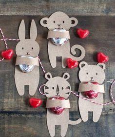 http://manualidadesamigas.foroargentina.net/Detalles animales en cartulina San Valentin