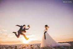 【大阪】りんくう洋装前撮り 結婚式のカメラマン 出田 憲司のwebサイト Foto Wedding, Sunset Wedding, Wedding Pics, Wedding Shoot, Pre Wedding Poses, Wedding Couple Poses, Wedding Couples, Prenuptial Photoshoot, Korean Wedding Photography