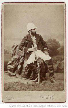 [Savorgnan de Brazza] / fratelli Vianelli, vers 1879-1882. Savorgnan de Brazza was een Frans-Italiaanse ontdekkingsreiziger die de grondslag legde voor het Franse koloniale rijk in Centraal-Afrika. Brazza stichtte Brazzaville, hoofdstad van de Republiek Congo