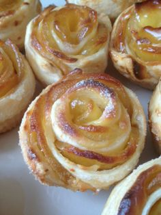 ROSAS DE TARTA DE MANZANA - portugese Apple Roses - using vanilla cream between pastry and apple - use demarara sugar with orange zest when rolling sugar into the pastry?