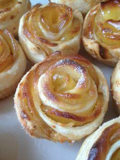 ROSAS DE TARTA DE MANZANA - portugese Apple Roses - using vanilla cream between pastry and apple - use demarara sugar with orange zest when rolling sugar into the pastry?