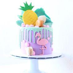 Una Fiesta de flamencos Bolo Drip Cake, Drip Cakes, Flamingo Cake, Flamingo Birthday, Pretty Cakes, Beautiful Cakes, Pool Party Cakes, 1st Birthday Cakes, Tropical Party