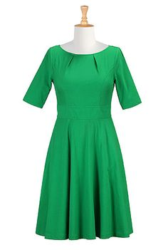 Lots of sizes and can alter the lengths! Love this jade green for fall and winter weddings.