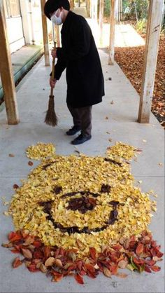 It's Winnie the Pooh. in a pile of leaves. High af this made me smile so therefore pinning it 📌 Arte Disney, Disney Love, Disney Magic, Disney And Dreamworks, Disney Pixar, Disney Films, Disney Memes, Disney Quotes, Disney Mignon