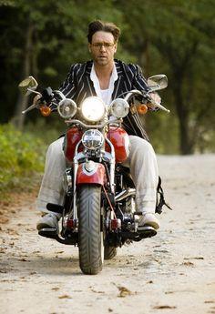 Russell Crowe ~ Max, A Good Year Cinema Movies Acting Arte Art Bobber Motorcycle, Moto Bike, Motorcycle Humor, Estilo Cafe Racer, Biker Boys, Russell Crowe, Easy Rider, Classic Bikes, Harley Davidson Motorcycles