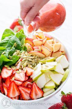 Ensalada de espinaca, manzana, fresas y peras con vinagreta de peras