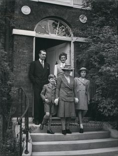 Press Photo Sir Michael and Lady Rachel Redgrave and family