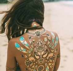 Boho, gypsy and hippie style. Clothes, accessories, festivals and more. Hippie Vibes, Hippie Chic, Hippie Style, Gypsy Style, Rochelle Fox, Timeless Fashion, Fashion Beauty, Fashion Women, Luxury Fashion