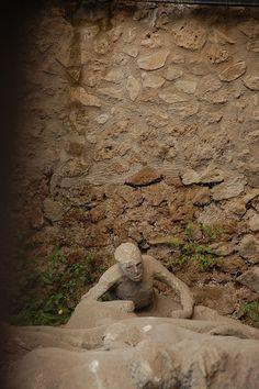 Frozen in time: Pompei, Italy Orto dei fuggiaschi  Follow us on Scavi di Pompei  #pompei #ruins #pompeii #faunopompei #scavidipompei www.facebook.com/ScavidiPompei - www.instagram.com/pompeiiruins - www.twitter.com/pompeiiruins