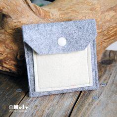 Piccolo portamonete/portatutto da borsa in feltro grigio chiaro e taschina in feltro crema di MelyHandmade su Etsy