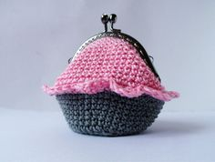 Cupcake coin purse with polka dotted lining. Knit Crochet, Crochet Bags, Polka Dots, Coin Purses, Knitting, Cute, Wallets, Cupcakes, Etsy