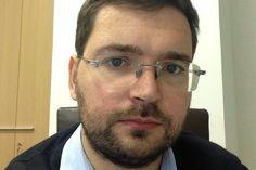 """Новый генеральный директор соцсети Вконтакте #news #socialnets #vkontakte #director Генеральным директором ООО """"ВКонтакте"""" назначен Борис Добродеев, фактически исполнявший полномочия генерального директора с апреля нынешнего года.  В результате сделки, в ходе которой Mail.Ru Group были консолидированы 100 процентов акций """"ВКонтакте"""", в компании завершен длившийся более года акционерный конфликт, отмечается в документе."""