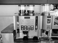 """お代わり自由 コーヒーは、サービスの良さを売りに見せながら、実はお客を騙す""""集客 液""""だったのです。"""