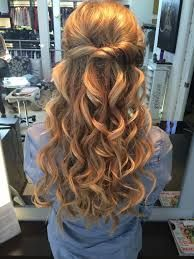 While the style is elegant and classy, it requires you to wear a good makeup. You also need to have accessories such as necklaces and eye-catching earrings. http://halfuphalfdownhairstyles.com/