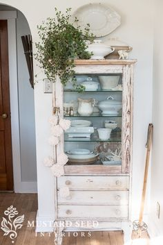 """Nowadays, more and more people are utilizing the """"shabby chic"""" approach to interior design and decoration. Shabby Chic Farmhouse, Shabby Chic Kitchen, Shabby Chic Homes, Farmhouse Decor, Kitchen Rustic, Farmhouse Style, White Farmhouse, French Farmhouse, Shabby Cottage"""