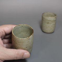 Small ash glazed yunomi tea cups by Ogawa Jinpachi #ceramics #teacup #sencha #teatime #greentea #tea #japaneseceramics #teaaddict #pottery #japanesepottery