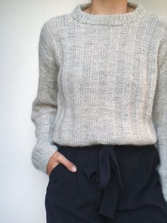 Vertical Stripes Sweater by Petiteknit Isager kit - Petite Sweater - Ideas of Petite Sweater - Vertical stripes sweater by PetiteKnit light grey knitted sweater. How To Start Knitting, Vertical Stripes, Slow Fashion, Autumn Fashion, Knitting Projects, Knitting Ideas, Pulls, Capsule Wardrobe, Knitwear