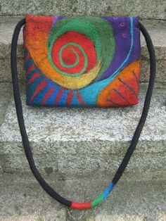 Most of the most popular bags do not meet a certain aesthetics this season. Wet Felting, Needle Felting, Felt Pictures, Felt Purse, Fabric Purses, Art Bag, Handmade Purses, Felting Tutorials, Scraps Quilt