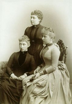 Helena with daughters Helena Victoria and Marie Louise