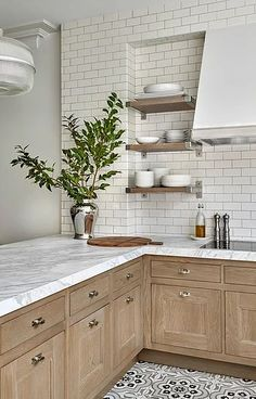 Home Decor Kitchen Subway tile done right! Wood kitchen cabinets with marble countertops and mosaic tiles Decor Kitchen Subway tile done right! Wood kitchen cabinets with marble countertops and mosaic tiles White Kitchen Decor, Home Decor Kitchen, Interior Design Kitchen, Diy Kitchen, Home Kitchens, Kitchen Dining, Kitchen Wood, Kitchen Ideas, Awesome Kitchen