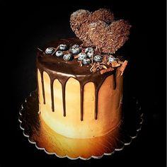 """Шоколад с шоколадом в шоколаде и политый шоколадом #EclairsDealer #vscominsk #vscofood #chefs_battle_show #cakeoftheday #foodoftheday #chocolate #onthetable"" Photo taken by @ronya_belova on Instagram, pinned via the InstaPin iOS App! http://www.instapinapp.com (10/26/2015)"
