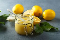 Cette recette de crème au citron ultra facile à réaliser est parfaite pour l'été Yogurt Benefits, Coconut Benefits, Honey Benefits, Oats With Milk, Lemon Juice Face, Face Mask Ingredients, Raw Oats, Baking Soda Face, Recipe Organization