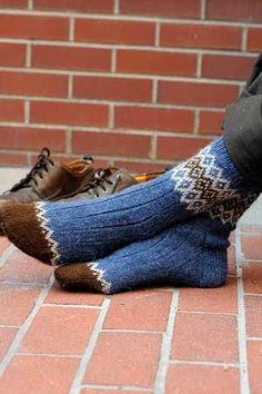 Ravelry: Border Socks pattern by Mary Jane Mucklestone - GYM workout Knitting Daily, Knitting Blogs, Knitting Patterns Free, Knit Patterns, Knitting Projects, Free Pattern, Fair Isle Knitting, Knitting Socks, Hand Knitting