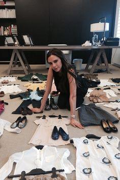 Victoria Beckham e as roupas da pequena Harper (Foto: Reprodução )