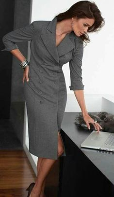 Army Green Slit Button Down Maxi Dress - Herren- und Damenmode - Kleidung Business Dresses, Business Attire, Business Outfits, Office Outfits, Mode Outfits, Business Fashion, Business Chic, Fashion Mode, Office Fashion