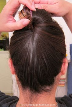 Create a bun without hairties, bobby pins, clips, or pencils. | 26 Lazy Girl Hairstyling Hacks