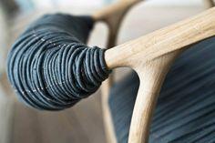 NA DOTYK na FUTU.PL Autorka projektu krzesła Haptic uznała, że wygoda i ładny wygląd to nie wszystko. Według duńskiej designerki każdy element siedziska powinien być też miły w dotyku.