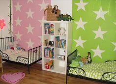 wandfarben ideen kinderzimmer geschwister rosa grün sterne muster