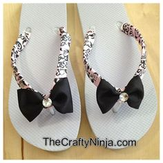 """""""diy ribbon bow flip flop"""" with school colors and glitter on the straps instead of fabric. Also put our numbers on the sole. Flip Flops Diy, Ribbon Flip Flops, Flip Flop Craft, Beach Flip Flops, Flip Flop Shoes, Diy Leather Sandals, Studded Sandals, Diy Ribbon, Ribbon Bows"""