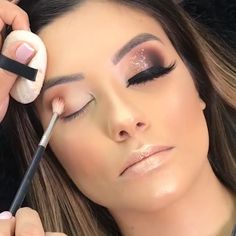 Ce maquillage est tout simplement incroyable 😍😍 'How to use makeup' video clips are accessible in a lot. Eye Makeup, Glam Makeup, Makeup Lipstick, Liquid Lipstick, Makeup Tips, Eyeshadow, Makeup Eyebrows, Makeup Ideas, Eyeliner