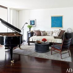 Explore the stylish Los Angeles haven of two Lucky Brand executives Tour fashion designer Thom Browne's crisp Manhattan aerie Discover hairstylist Guido Palau's art-filled New York duplex