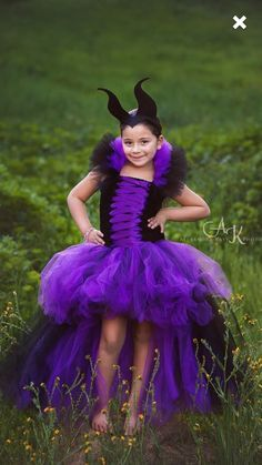 This Maleficent tutu dress has 2 layers of doubled tulle to give it that extra puffy look! The front of the dress has a bland of purple and Halloween Karneval, Halloween Kostüm, Halloween Costumes, Fairy Costumes, Scarecrow Costume, Costumes Avec Tutu, Tulle Dress, Dress Up, Maleficent Party