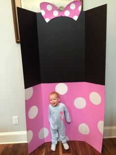 Minnie Mouse photo booth idea