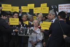 Foto: José Cruz / Ag. Brasil Parlamentares protestam contra o atual presidente da Câmara, Eduardo Cunha