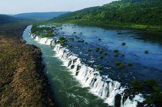 Salto do Yucumã, maior queda d'água em extensão do mundo, localizada no Parque Estadual do Turvo, no município de Derrubadas, Rio Grande do Sul.