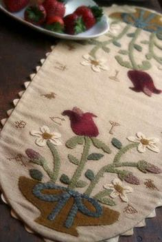Pattern  Berries and Birds Wool Table runner by PrimitiveQuilting, $9.00