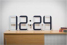 ClockONEé um relógio digitalfino com 4 milímetros alimentado por uma pequena bateria de relógio. Desenvolvido por Twelve24, o relógio de paredeusa tecnologia de tinta eletrônica (o mesmo usado em displays kindle), dando-