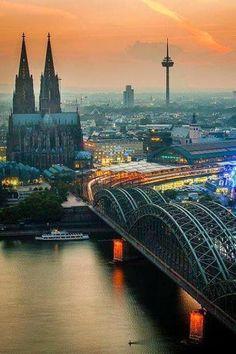 #Puente Hohenzollern. El puente ferroviario más utilizado en #Alemania. Vía Twitter @solestudiosing #Ingeniería
