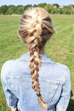 Messy dutch braid for fuller looking hair // Casual & comfy, yet chic athleisure @tangoella @supergausa @hm