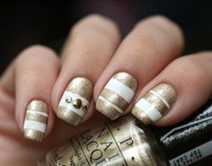 sophisticated-diy-white-and-gold-stripes-manicure- 1