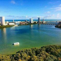 Recife de suas pontes , rios e mar.