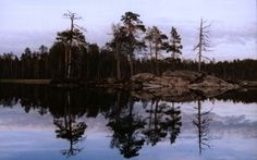 Lake Inari, Finland, at midnight (photo AN) Trips To Lapland, Cottage, Mountains, Nature, Travel, Ideas, Finland, Viajes, Cottages