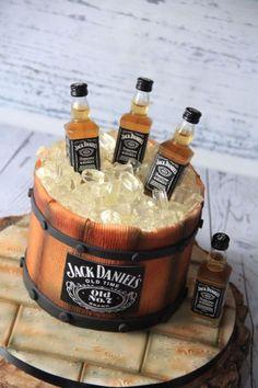 Jack Daniels Torte, Bolo Jack Daniels, Festa Jack Daniels, Jack Daniels Birthday, Dessert Table Birthday, Birthday Cakes For Men, Birthday Cake Decorating, Cakes For Boys, 60th Birthday